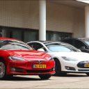 Tesla's gebruiken accu om het elektriciteitsnet te balanceren. Bron: Jedlix