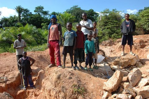 Julien Harneis CC2.0 Child_labor,_Artisan_Mining_in_Kailo_Congo
