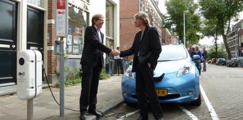 elektrische deelauto Lombok www.lokaleenergieetalage.nl/