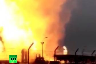Still uit RT video youtube ' Gas explosion: 1 dead, 18 injured at major facility in Austria'