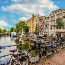 Amsterdam fietsen, by KirkandMimi via Pixabay CC0