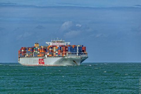 containerschip op zee, publiek domein