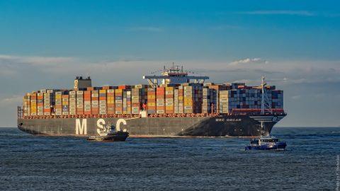 Containerschip MSC Oscar bij de Maasmond, Haven Rotterdam, Frans Berkelaar CC2.0