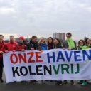 Rotterdamse gemeenteraadsleden en kandidaat-gemeenteraadsleden onderweg naar het havenbedrijf (foto: Karin Oppelland)