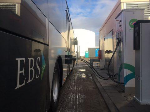 Groengasbus van EBS aan tankpunt PitPoint